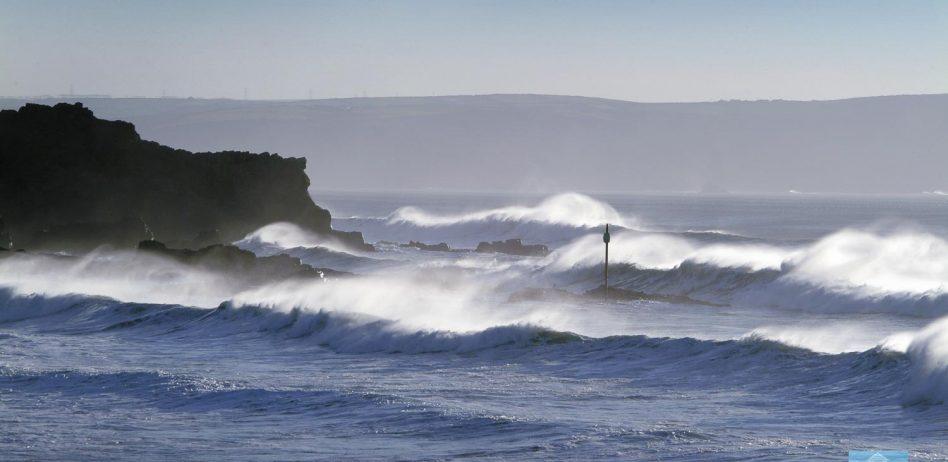 Winter swells at Summerleaze