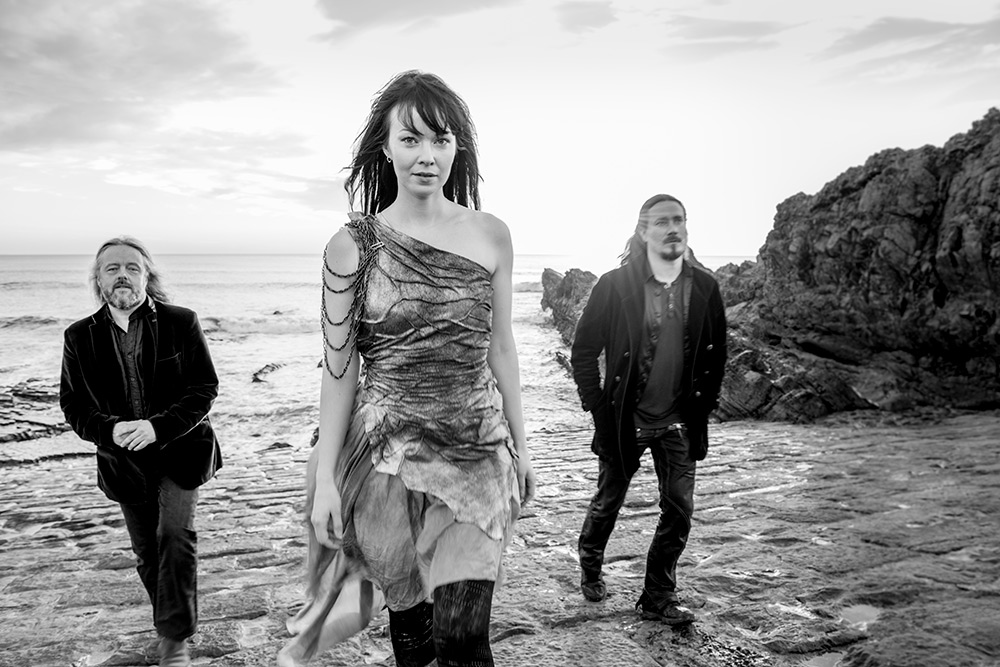 Auri at Bude breakwater. Troy Donockley, Johanna Kurkela and Tumas Holopainen.