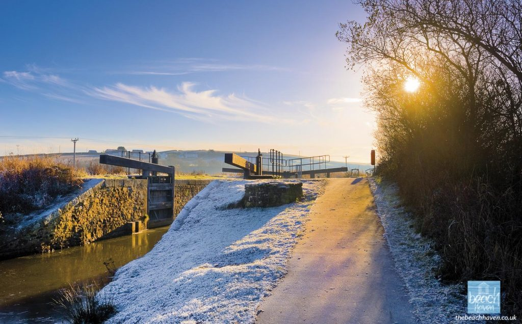 A frosty morning at Rodd's Bridge Lock on Bude Canal